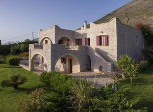 Μονοκατοικία προς πώληση Πολεμίτας (Οίτυλος) 330 τ.μ. 6 Υπνοδωμάτια